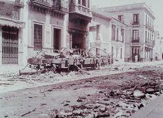 Tranvía de la serie 200 quemado en la calle San Jacinto, en julio de 1936