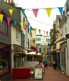 Are you on a budget in England? Here is a list of my 5 favorite free things to do in Brighton, England. Brighton Sussex, Brighton England, Responsible Travel, Free Things To Do, Great Britain, Street View, World, Travel England, Fun
