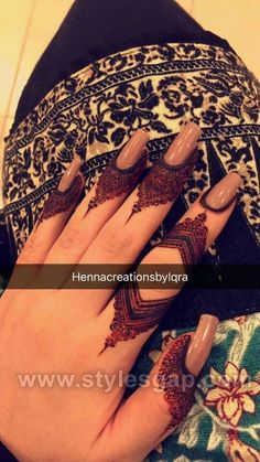 Beautiful Easy Finger Mehndi Designs Styles contains the elegant casual and formal henna patterns to try for daily routines, eid, events, weddings Modern Henna Designs, Henna Art Designs, Mehndi Designs For Girls, Mehndi Designs 2018, Stylish Mehndi Designs, Mehndi Designs For Fingers, Mehndi Design Pictures, Beautiful Mehndi Design, Mehandi Designs