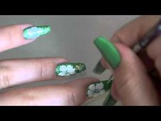 Nail art - Fleurs Hawaiennes