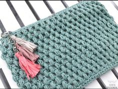 Neceser en punto garbanzo a crochet Crochet Diy, Crochet Pouch, Love Crochet, Learn To Crochet, Crochet Stitches, Crochet Bags, Crochet Hood, Purse Patterns, Knitting Patterns