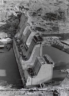 Catagunya power station during construction.  Date commissioned: 1962 Generating capacity: 48.00 MW Number of Turbines: 2 Type of Turbines: Francis  Lake Catagunya flows into Catagunya Power Station with the water running on to Lake Repulse. #Tasmania