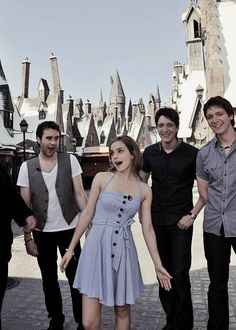 Disney Land with harry potter actors – Disney Land mit Harry Potter Schauspielern – Yeaaaaaaaah Harry Potter Harry Potter World, Harry Potter Disney, Saga Harry Potter, Harry Potter Jokes, Harry Potter Theme, Harry Potter Characters, Harry Potter Universal, Harry Potter Hogwarts, Harmony Harry Potter