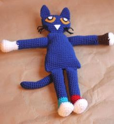 Pete the Cat Crochet Doll - Repeat Crafter Me, #crochet, amigurumi, free pattern, stuffed toy, #haken, gratis patroon (Engels), knuffel, speelgoed, poes, kat, haakpatroon