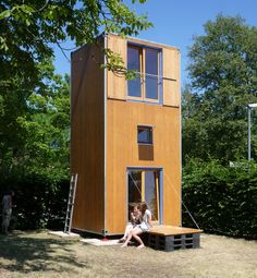 Micro home with a base footprint of only 75 square feet and two stories to minimize land needed to place the home on. Designed by Slawik Architects. / The Green Life <3