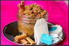 Sugar Scrub Recipe - An Amazing Vanilla Chai Sugar Scrub would be great for the foot softening! Body Scrub Recipe, Sugar Scrub Recipe, Diy Body Scrub, Diy Scrub, Vanilla Sugar Scrubs, Vanilla Chai, Cool Diy, Zucker Schrubben Diy, Diy Foot Soak
