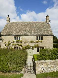Real home: a Cotswold stone house is restored to its former glory cotswold house renovation stone exterior front Cottage Homes, Cottage Style, Design Exterior, Stone Exterior, Cotswold House, Cotswold Cottage Interior, English Cottage Exterior, English Country Cottages, Country Homes