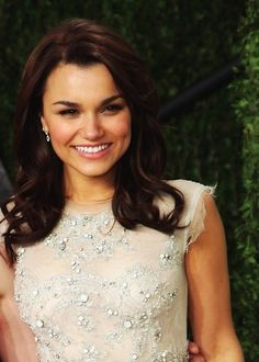 Cute hair and cute dress:) Samantha Barks