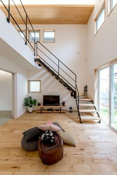階段手すり Loft Design, House Design, Stair Banister, Design Your Own Home, Balcony Railing, Apartment Layout, Grill Design, Cozy House, Exterior Design