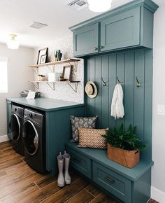 Give your laundry room with this Vintage Laundry Room Decor Idea! Find inspiration for your laundry room design classic and simple impressed. Home Design, Küchen Design, Design Room, Design Ideas, Interior Design Kitchen, Mudroom Laundry Room, Laundry Room Design, Laundry Decor, Laundry Room Colors