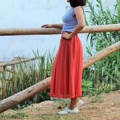 Skirt in coral color of dress. Long MIDI with tables and waist it wide finished at peak. It is divine and you can take it both for formal and informal looks. Midi Skirt, Street Style, Skirts, Vintage, Fashion, Midi Skirts, Chiffon, Hand Made, Trends