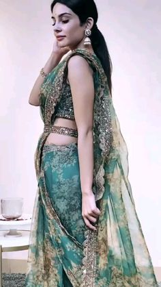 Indian Gowns Dresses, Indian Fashion Dresses, Indian Designer Outfits, Saree Designs Party Wear, Wedding Lehenga Designs, Saree For Wedding, Fancy Sarees Party Wear, Indian Wedding Sari, Designer Sarees Wedding