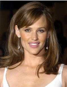Jennifer Garner uses Lait Nettoyant, Gel Nettoyant, Lotion PS, Lait Corps #eyebrows #getthreaded