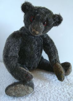 VERY RARE early frosted black mohair humped teddy bear, boot button eyes, -- Antique Price Guide Details Page Old Teddy Bears, Antique Teddy Bears, Teddy Bear Hug, Bear Hugs, Fuzzy Wuzzy, Charlie Bears, Love Bear, Bear Doll, Bear Art
