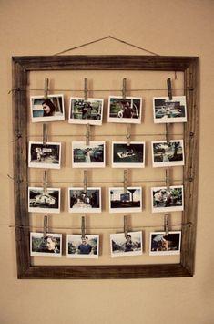 Bilderrahmen zum selber machen. Klasse Idee. Einen Bilderrahmen aus altem Holz bauen und dann Fotos an Wäscheklammern und Paketschnur aufhängen. Auf die Wäscheklammern kann man auch noch Details über die Fotos aufschreiben (Datum, Ort, Anlass etc)