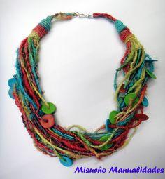 Collar corto de seda natural en colores otoñales con discos de Fimo. www.misuenyo.com / www.misuenyo.es