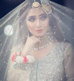 Discovered by ♡ Diana ♡ 🍒. Find images and videos about aesthetic, makeup and wedding on We Heart It - the app to get lost in what you love. Bridal Mehndi Dresses, Pakistani Bridal Makeup, Pakistani Wedding Outfits, Bridal Dress Design, Pakistani Wedding Dresses, Wedding Dresses For Girls, Bridal Outfits, Nikkah Dress, Indian Outfits