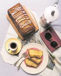 Maak die koek in 'n broodpannetjie of koekpan. Die tekstuur is sag, fyn en klam.
