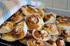 Swedish Cinnamonrolls <333 54 delicious Swedish meals by Buzzfeed!! There are some that look real good and that I didn't know yet!