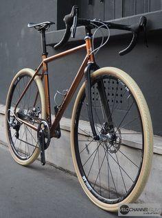 genesis_croix_de_fer_avant - Marine And Land Vehicles Bici Retro, Velo Retro, Retro Bicycle, Velo Design, Bicycle Design, Fixie Vintage, Vintage Road Bikes, Vintage Bicycles, Fixi Bike
