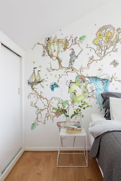 Let the bedtime story take shape with wallpaper to set the imagination free.