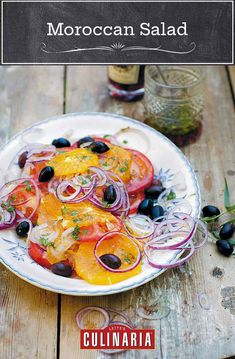 This Moroccan salad, made with oranges, tomatoes, olives, and onions, is vibrant, fresh, and healthy. As an added bonus, it requires no cooking, making it perfect for those hot summer days. #salad #summer #tomatoes #healthy Morrocan Food, Moroccan Salad, Moroccan Dishes, Moroccan Recipes, Easy Summer Salads, Quinoa Salad Recipes, Vegetarian Salad, Vegetarian Cooking, Middle Eastern Recipes