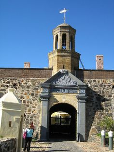Die Kasteel – One of the most popular tourists attractions in Cape Town, South-Africa, is this magnificent structure, built by Jan van Riebeeck. Cape Dutch, Namibia, Tiana, Africa Travel, Tower Bridge, Cape Town, Wonderful Places, Art History, Places Ive Been