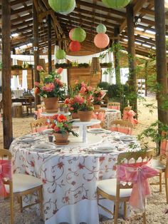 Fabulous outdoor party.  This Lily linen comes in several colors so be sure to check it out at Linenhero.com #indy #weddings