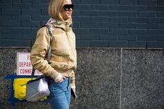 Pernille Teisbaek auf der #NYFW FW2016/17; #silverbag #bomberjacke #silbertasche II Foto © Hyped Vision
