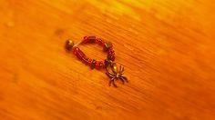 Bague araignée, perles de plastique, verre et hématite(Pierre semi précieuse), ornement en métal. Légèrement extensible, avec ouverture.  Créé par Val alias sorina888
