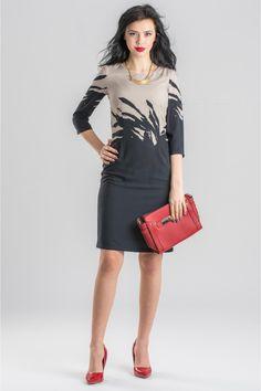 Rochia LUNA este ideala pentru zilele petrecute la birou si te va ajuta sa fi admirata oriunde o vei purta.