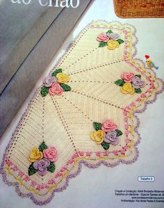 crochet with us Crochet Mat, Crochet Carpet, Crochet Table Runner, Crochet Doily Patterns, Crochet Home, Crochet Doilies, Crochet Flowers, Scarf Crochet, Knitting Projects