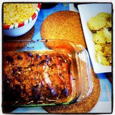 Carne al horno con ensaladas de Choclo maiz) con mayonesa y papas al merken.