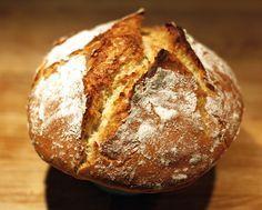 Préparez vous-même votre pain sans gluten grâce au robot Thermomix et en utilisant 3 farines : riz, sarrasin et maïs. Prévoyez un temps de repos d'au moins 8 heures pour laisser la pâte lever et déguster un pain délicieux. Bon appétit !
