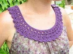 Haut tissu et crochet part 5 par Kaloou - thread&needles Filet Crochet, Col Crochet, Crochet Fabric, Crochet Stitches, Patron Crochet, Crochet Triangle, Crochet Collar Pattern, Crochet Lace Collar, Crochet Blouse