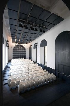 Theater Of The Academy Of Fine Arts, Naples, Italy - Picture gallery