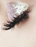I love silver glitter eye makeup!