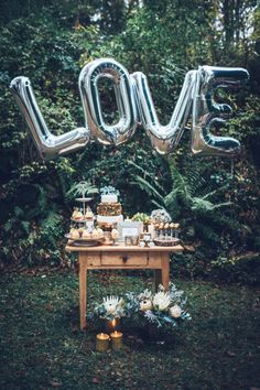 Midnight Love Kathrin Schafbauer http://www.hochzeitswahn.de/hochzeitstrends/midnight-love/ #wedding #tabledecor #sweets