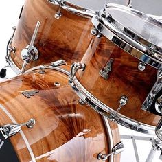 That grain tho from @bradydrums Brady stopped manufacturing in 2015 due to the retirement of their master craftsman, and decided not to licence or sell the name to another company. Baller move. #drums #drummers #drumming #thedrummersjournal #customdrums