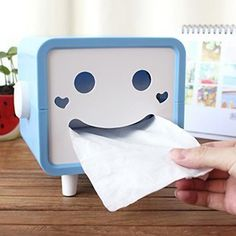 Happy Tissue Box Cover:: The happiest little tissue box cover you ever did see! www.gonnawannagetit.com