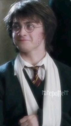 Harry Potter Gif, Young Harry Potter, Daniel Radcliffe Harry Potter, Mundo Harry Potter, Harry Potter Pictures, Harry Potter Characters, Harry Potter World, Harry Potter Collection, Memes