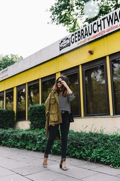 Hamburgo-Parka-Khaki-Striped_Sweater-Black_Jeans-Outfit-Collage_On_The_Road-Street_Style-15