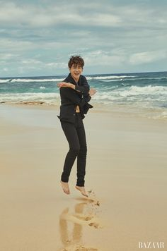 New k-drama prince Park Hyung-sik invites you to the beach: omonatheydidnt — LiveJournal Korean Celebrities, Korean Actors, Korean Dramas, Asian Actors, Jikook, Parks, Big Bang Top, Do Bong Soon, Drama Memes