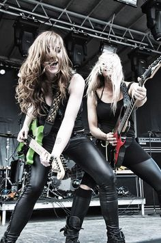 Courtney & Nita of the Iron Maidens with Femme Fatale on MORC My two favorite female guitarist's in one picture Rock N Roll, Rock And Roll Girl, Bass, Iron Maiden, Heavy Metal, Women Of Rock, Estilo Rock, Guitar Girl, Female Guitarist