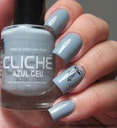 The Clockwise Nail Polish: Cliché Azul Céu
