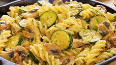 Cuketový salát s těstovinami, houbami a luxusní hořčicovou zálivkou!
