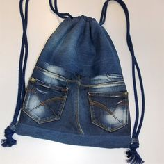 Gym bag - gym bag, jeans pocket, jeans recycling - a .- Gym Bags – gym bag, jeans pocket, jeans recycling – a unique product by sauterart on DaWanda Bag Jeans, Levis Jeans, Jeans Recycling, Artisanats Denim, Jean Diy, Jean Backpack, Next Jeans, Repair Jeans, Bag Pattern Free