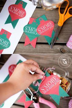 S'mores Mason Jar Gifts Neighbor Christmas Gifts, Diy Christmas Gifts For Family, Christmas Mason Jars, Christmas Crafts For Gifts, Homemade Christmas Gifts, Christmas Countdown, Christmas Candy, Christmas Projects, Homemade Gifts