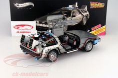 Hersteller: HotWheels Elite Maßstab: 1:18 Fahrzeug: Delorean DMC 12 Serie: aus dem Film Back to the Future 2 Artikelnummer: BCJ97 Farbe: silber EAN 746775285999