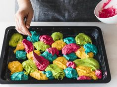 Parrot cake - colorful delicious The best baking recipes with guaranteed success - Bring colored dough in blobs onto the tray for parrot cake - Dessert Halloween, Halloween Cakes, Baking Recipes, Cake Recipes, Mini Desserts, Cake Mixture, Baking With Kids, Spaghetti Recipes, Kid Friendly Meals